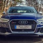 Audi RS3 Limousine in Mysticblau Perleffekt